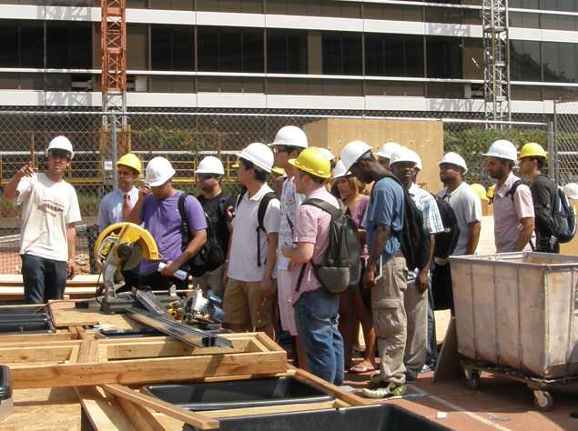 Photograph of faculty advisor Christian Volkmann presenting the Solar Roof Pod to 30 college students visiting from LaGuardia Community College (LCC).